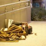 Menino de 12 anos nos EUA distribui lanches para moradores de rua