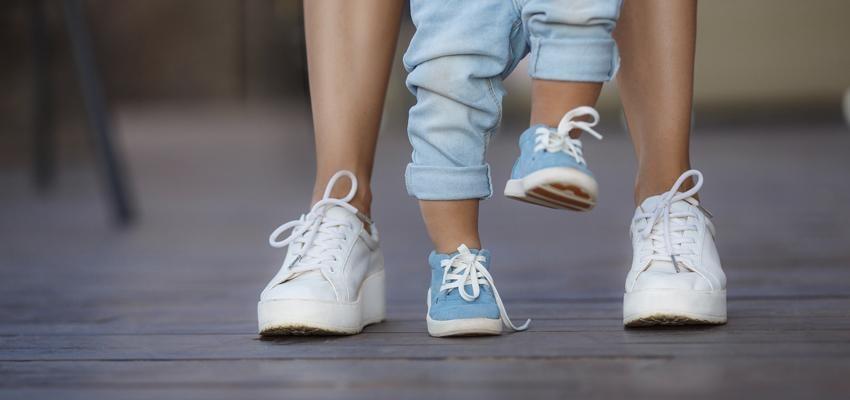 Seu bebê está demorando para andar? Conheça simpatia para bebê andar