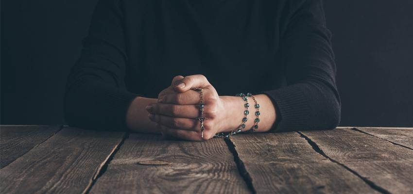 Terço do amor- aprenda como rezar esta oração