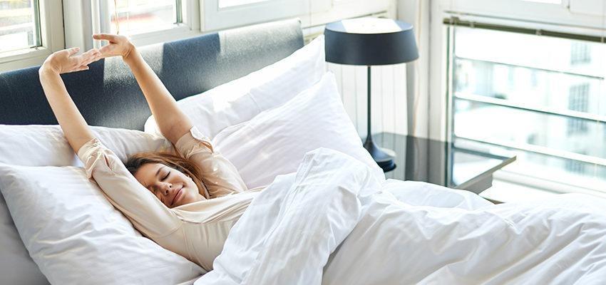 O que diz o Ayurveda sobre acordar cedo? Descubra 5 fatos