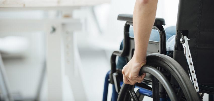 Projeto doa cadeiras de rodas para deficientes físicos