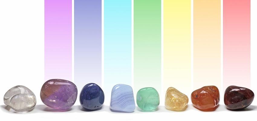Cama de cristal — Conheça a técnica que limpa e harmoniza os chakras