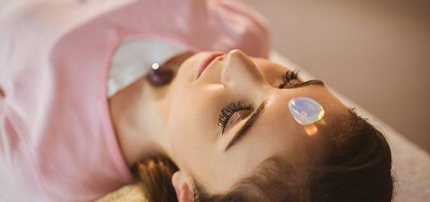 Técnicas com cristais podem acabar com a dor de cabeça. Saiba mais!