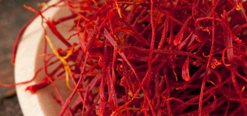 4 propriedades medicinais poderosas do açafrão