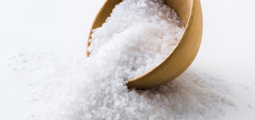 Banho de sal grosso com canela auxilia na sedução