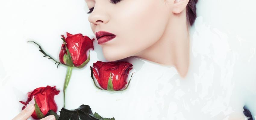 Banho de chá de rosas vermelhas