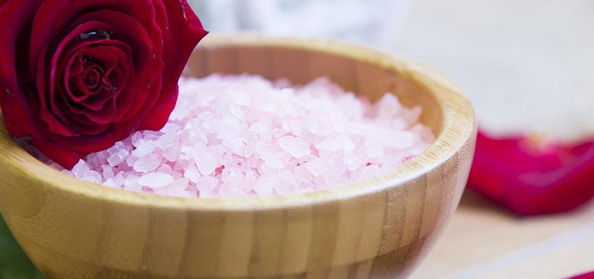 Banho de rosas: As emoções da vida e do amor