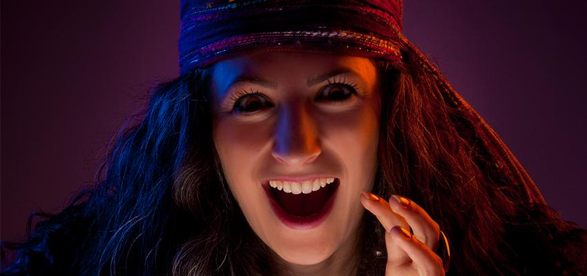 Cigana Carmencita - a cigana solteira que faz magias para o amor