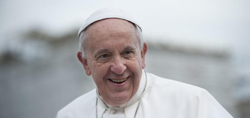 Conheça a oração dos cinco dedos escrita pelo Papa Francisco