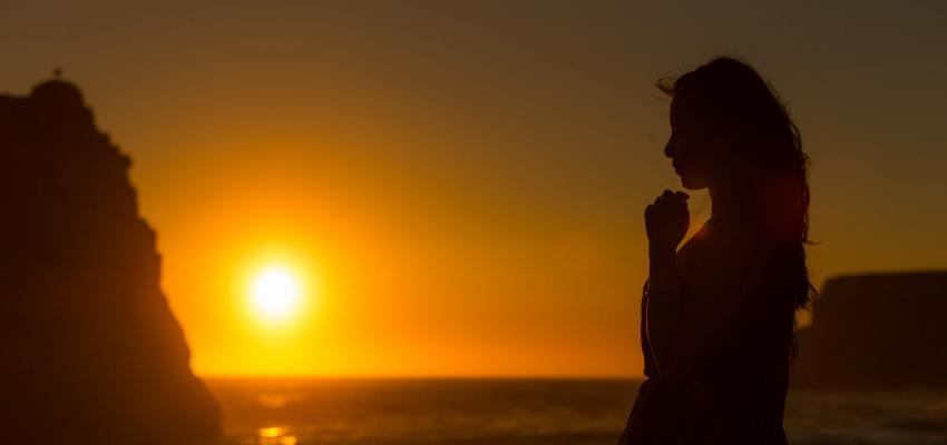 Resultado de imagem para O PODER DA ORAÇÃO - Oração – Um Raio de Luz em Você!
