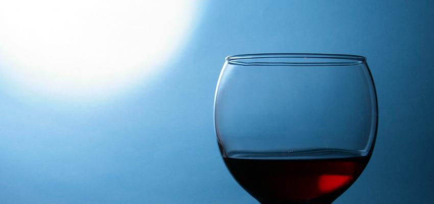 Simpatia do copo para atrair a pessoa amada