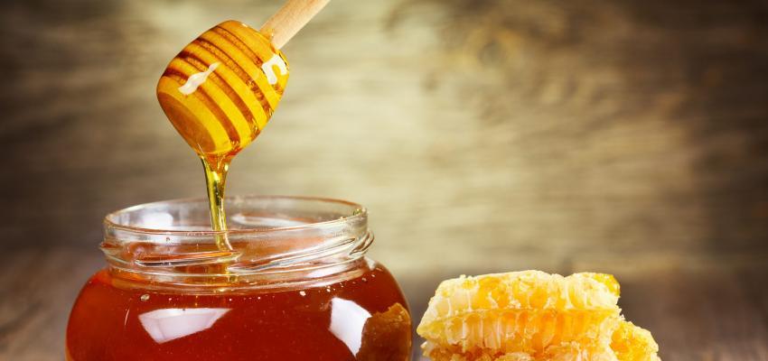 4 combinações perigosas com mel de acordo com a Ayurveda