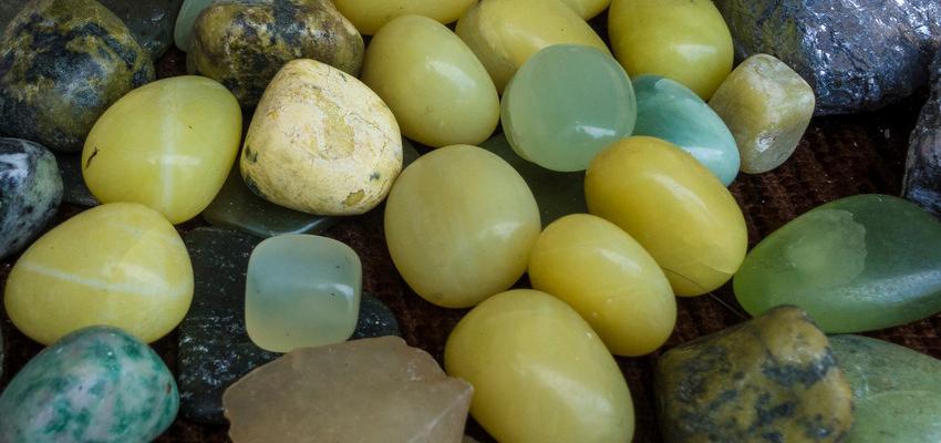 Descubra o significado e as propriedades da Jaspe Verde