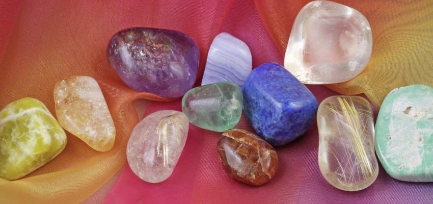 Aprenda a fazer limpeza energética das pedras