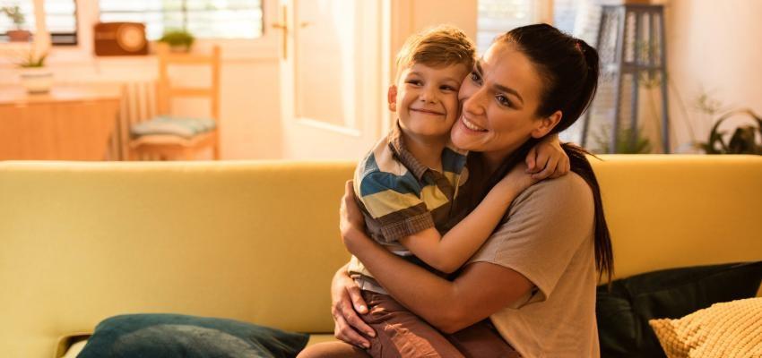 Colo de mãe é o melhor remédio – e dar colo a ela também!