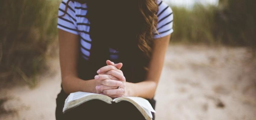 Orações católicas: uma oração para cada momento do dia
