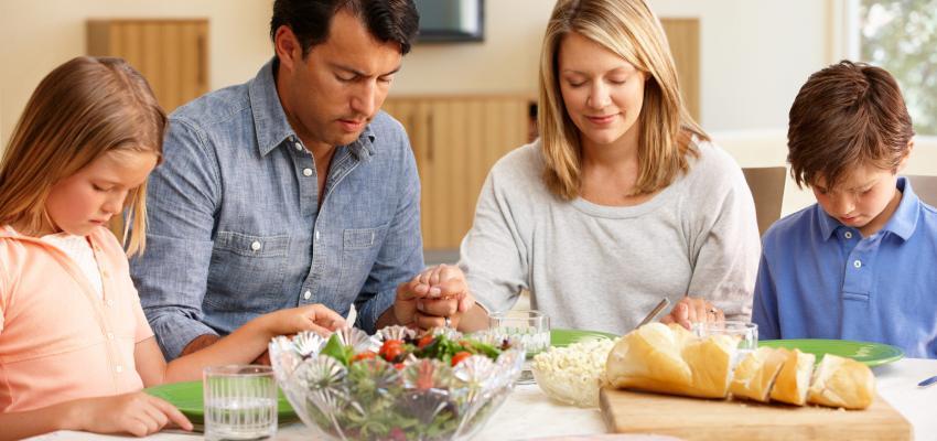 Oração antes das refeições: você costuma fazer? Veja 2 versões