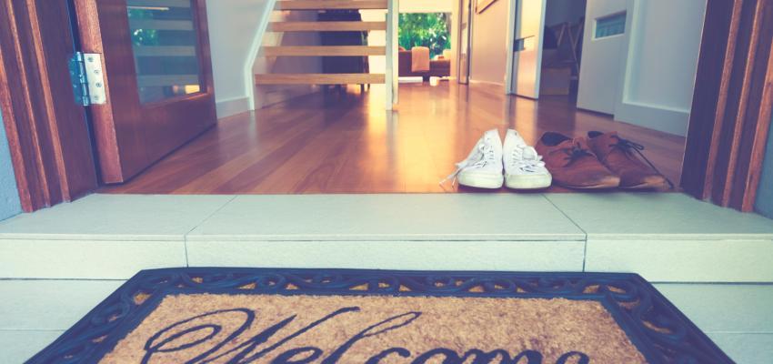 Porque o Feng Shui manda tirar os sapatos antes de entrar em casa