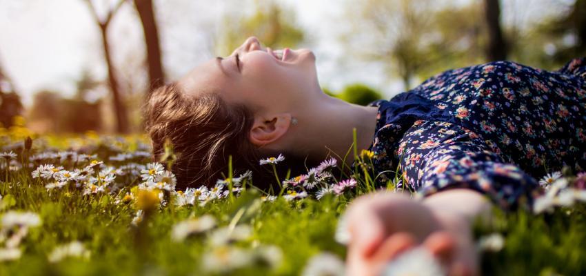 Aliviando sintomas da TPM através dos florais de Bach