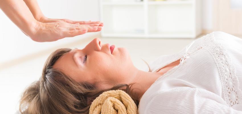5 benefícios do Reiki no tratamento de depressão pós-parto