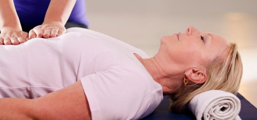 Reiki em idosos - como a prática pode promover conforto e bem estar