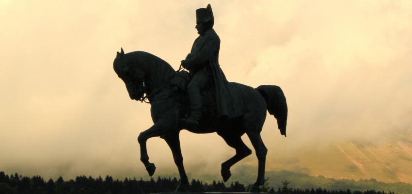 Sabia que Napoleão tentou derrubar a imagem de Nossa Senhora?