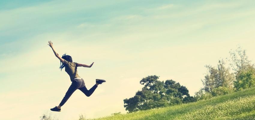 Descubra como atrair pessoas e sentimentos positivos através do desapego