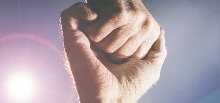 Sinta a energia das mãos fluírem por você