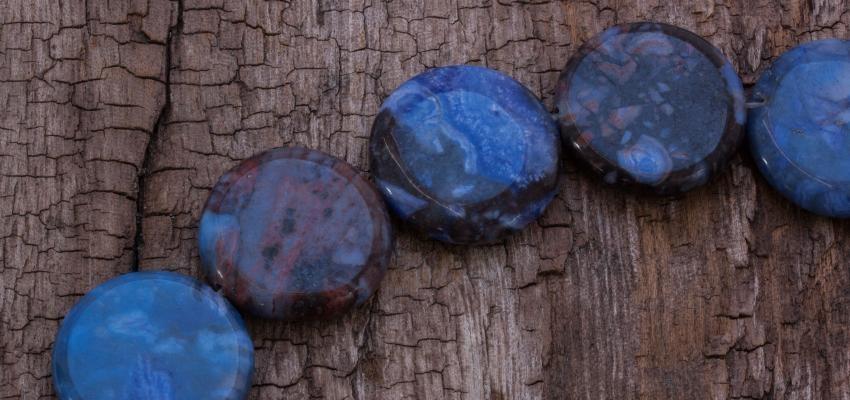Pedra Sodalita: os significados e benefícios da pedra do poder