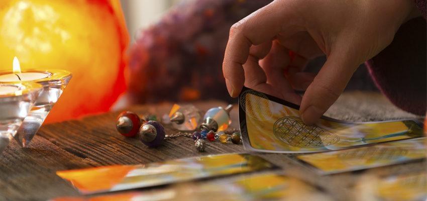 Tarot dos Santos: descubra as mensagens dos santos para a sua vida
