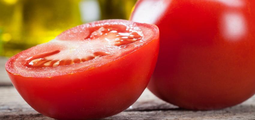 Como fazer uma simpatia poderosa contra pragas com tomate