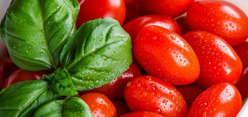 Simpatia do tomate para os cabelos crescerem rápido
