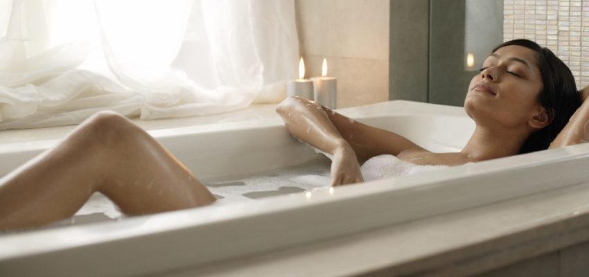 Conheça o poder do banho de anil para limpezas energéticas